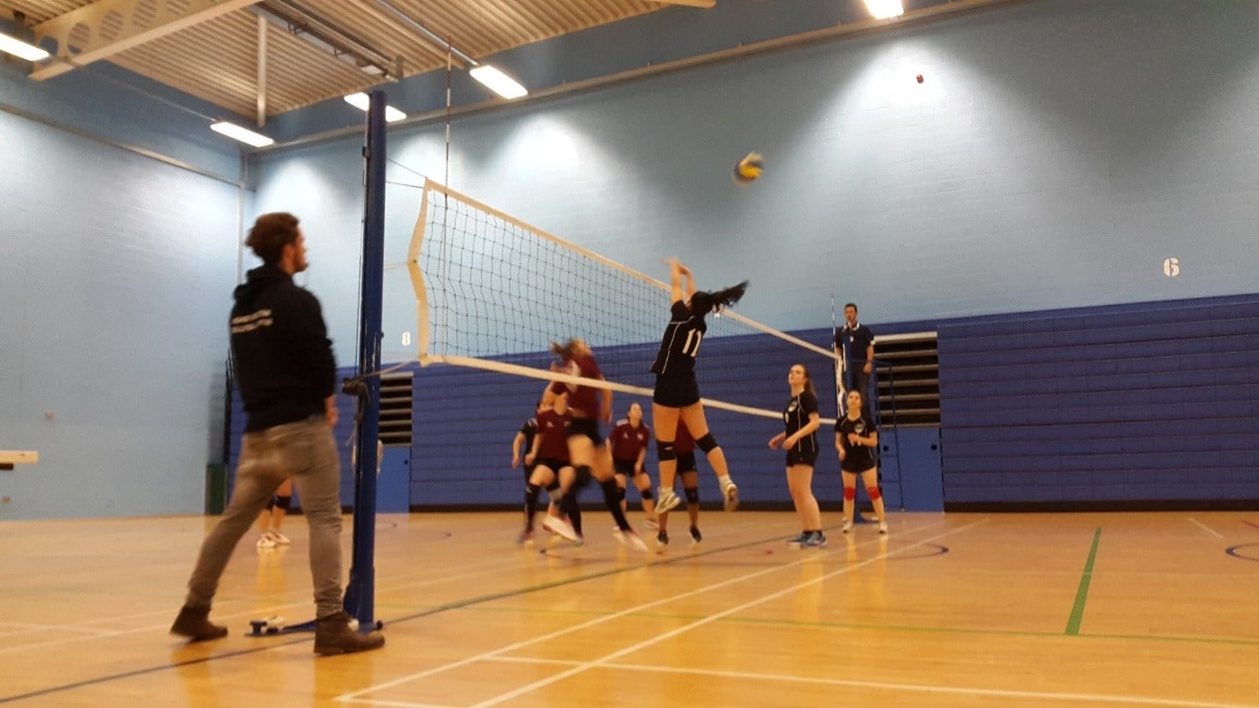 DMU Dragons women's volleyball 1st team win in first game of the year